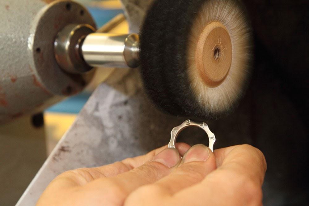Dexter Milano: Time Machine, i gioielli che fermano il tempo!