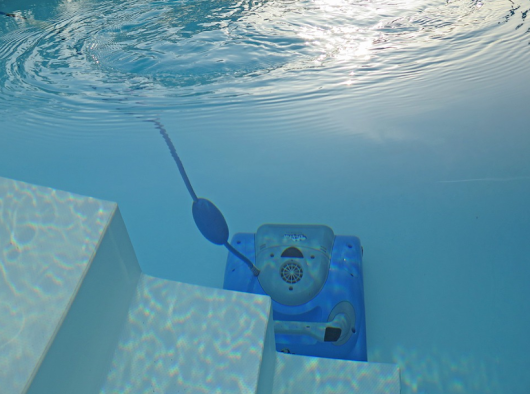 Le secret d'une piscine bien entretenue ? Un robot piscine adapté !