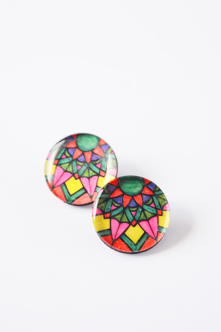colored marker earrings DIY