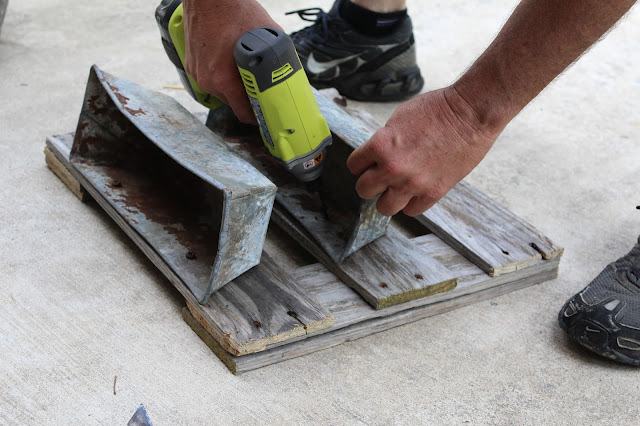 attaching the turpentine boxes to the pallet boards