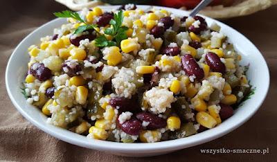 Sałatka z kuskusem, kukurydza i czerwoną fasolą