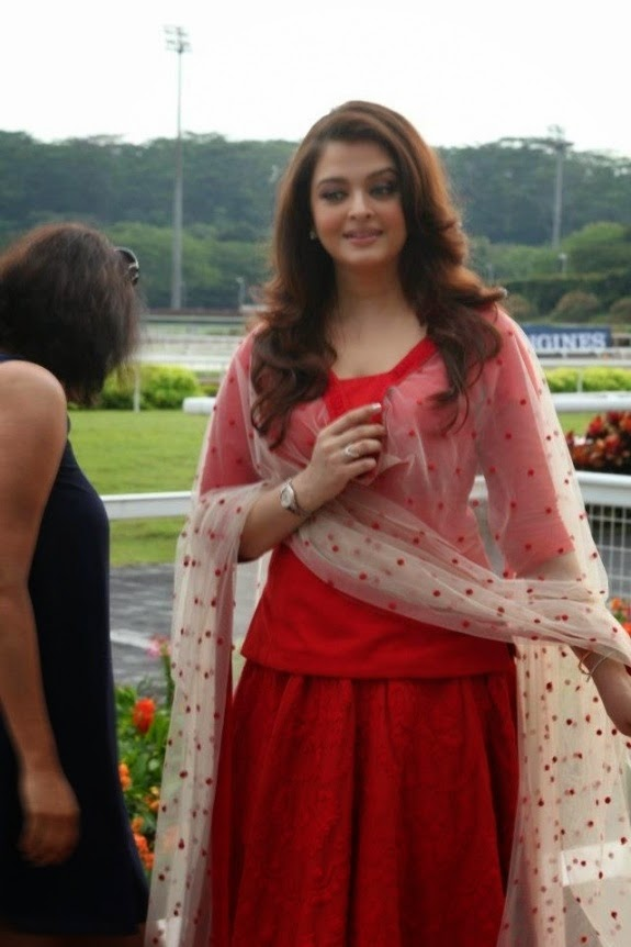 Best dressed Bollywood divas in hot gowns | Lifestyle ...