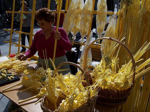 tradicional Elche White Palm Market