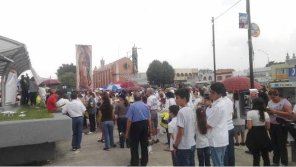 """Se manifiestan en Guadalajara contra obra que """"se burla"""" de la virgen de Guadalupe"""