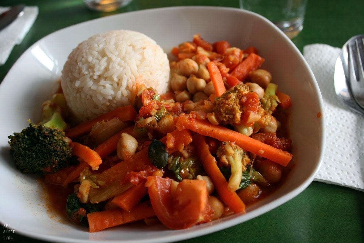 http://be-alice.blogspot.com/2015/04/tomato-ginger-chickpea-curry-vegan.html