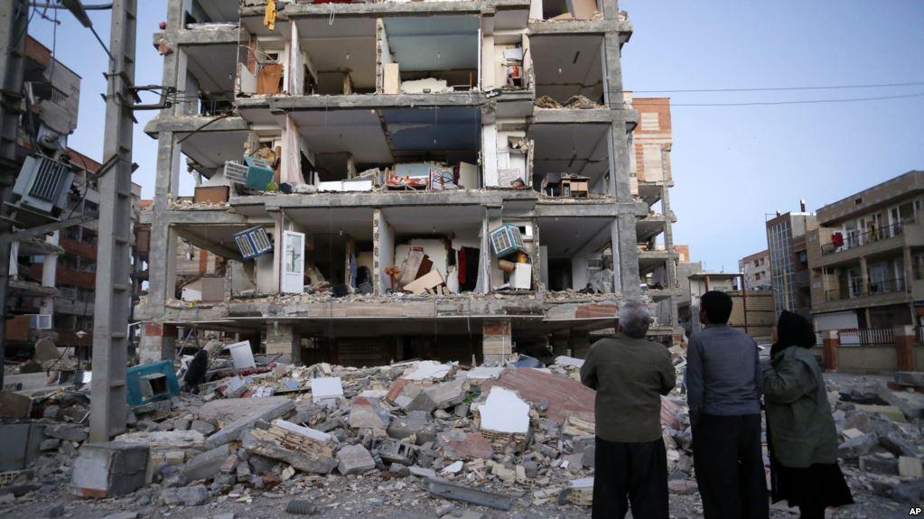 Daños a un edificio de la ciudad de Sarpol-e-Zahab en Irán