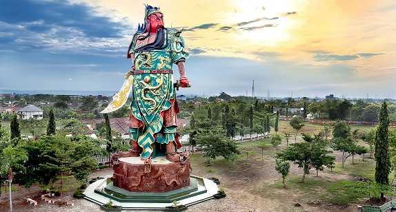 Patung Guan Yu Dewa Perang Cina