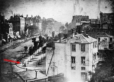 Foto de la primera persona fotografiada del mundo, foto tomada en el año 1838. Fotos insólitas que se han tomado. Fotos curiosas.