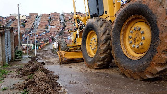 Em parceria com o Governo do Estado prefeitura inicia obras de calçamento no Bairro Vale Verde