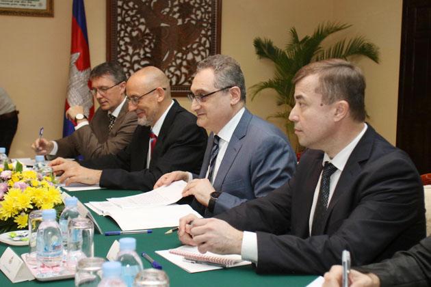 La délégation russe menée par Igor Morgulov