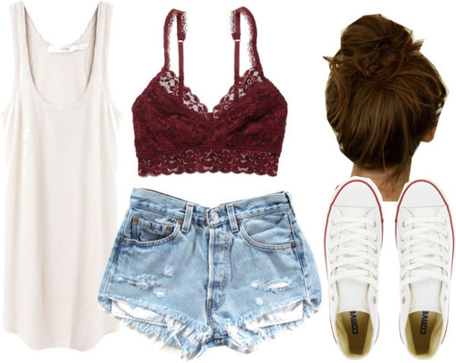 Shorts jeans; blusa de alça; tênis branco; sutien de renda