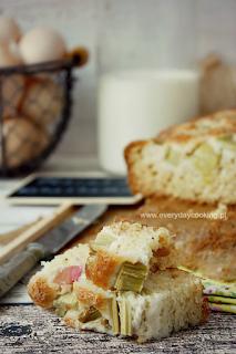 http://www.greencooking.pl/2013/06/ciasto-jogurtowe-z-rabarbarem.html