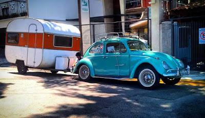 fusca 1961 com o trailer turiscar jóia 1976 a dupla perfeita para viajar