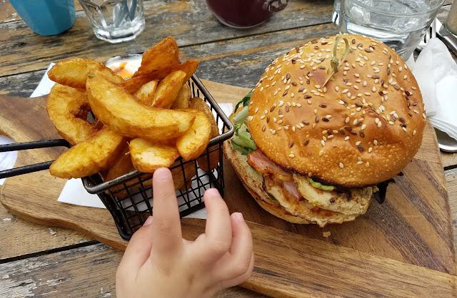 Dark Horse on the Brit, Mitcham, chicken burger