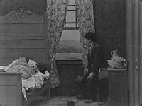 "Кадр из фильма Чарли Чаплина ""Бродяга"" / The Tramp (1915) - 14"