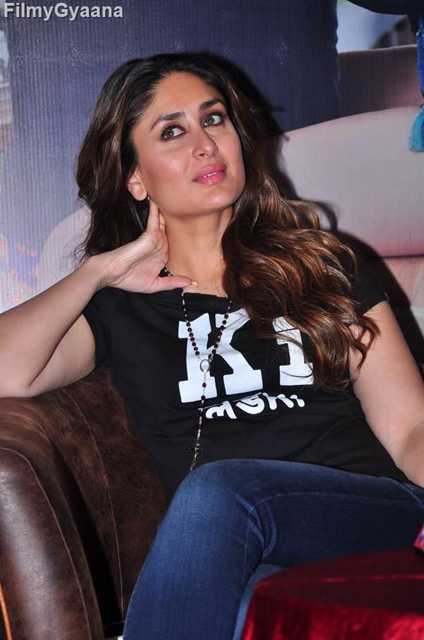 kareena kapoor black t-shirt pic