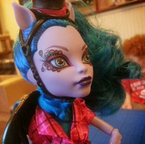 Monster High Freaky Fusion Hybrid Avea Trotter Doll close up facial tattoo and make up detail