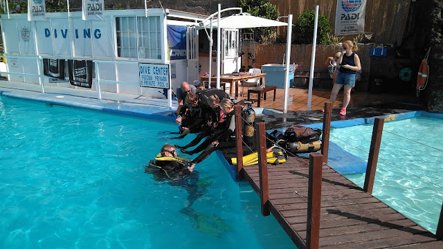 Photo of people doing a dive course at Dive Academy