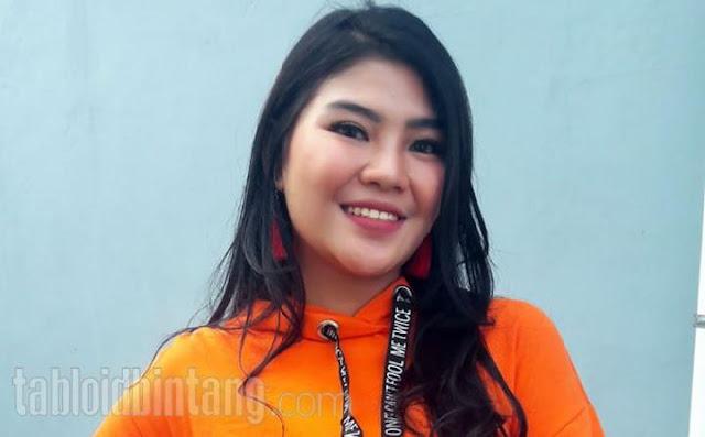 Dewi Perssik Vs Keponakan, Berawal dari Curhatan di Instagram