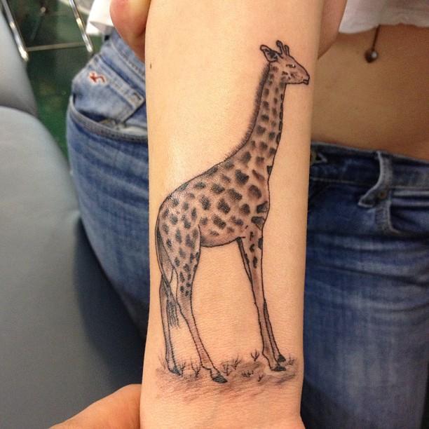 tatuagem de girafa