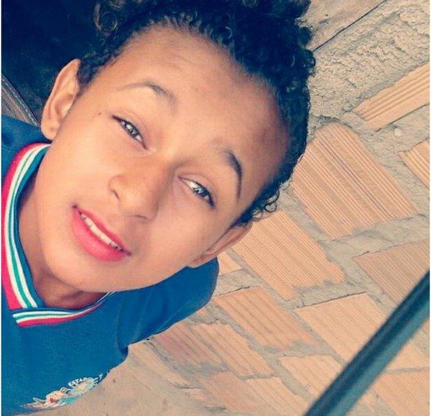 Adolescente foi morta com golpes de punhal (Foto: Reprodução/Facebook)