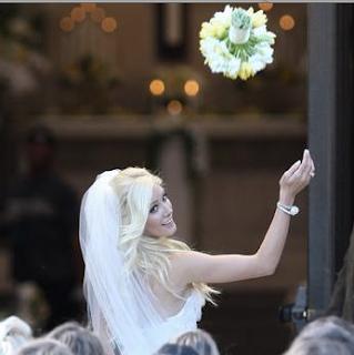 matrimoni e tradizioni di nozze, il lancio del bouquet