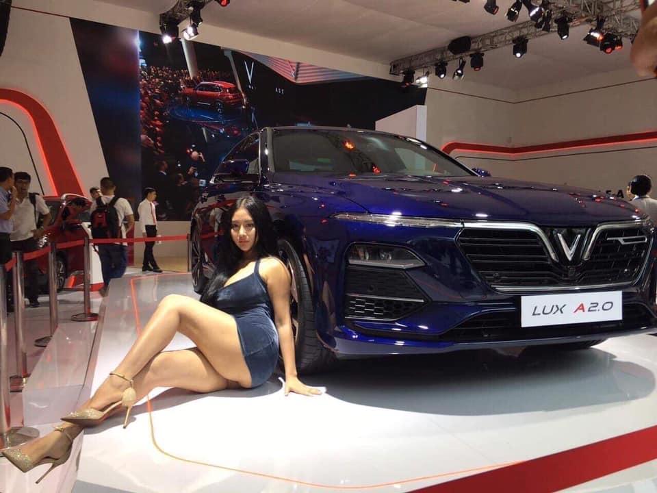 [FB] Danh tính cô gái gây bão Việt Nam Motor Show 2019 @BaoBua: Việt Nam Nude Girl