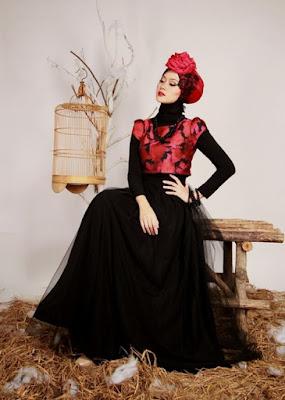 model hijab Igo Cantik buat kondangan cewek cantik foto di samping sangkar burung