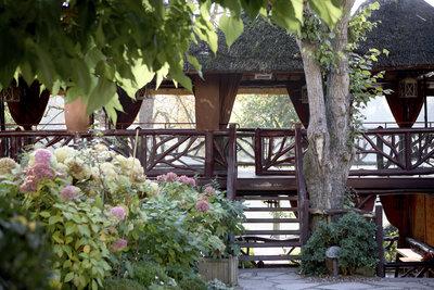 restaurant-terrasse-etangs de corots- les paillotes
