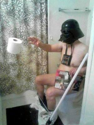 Darth Vader Helm - Mann lustig im Bad