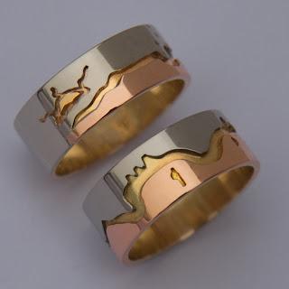 Gichi-manidoo Abinoojiinyag wedding rings by ZhaawanArt Trouwringen Design