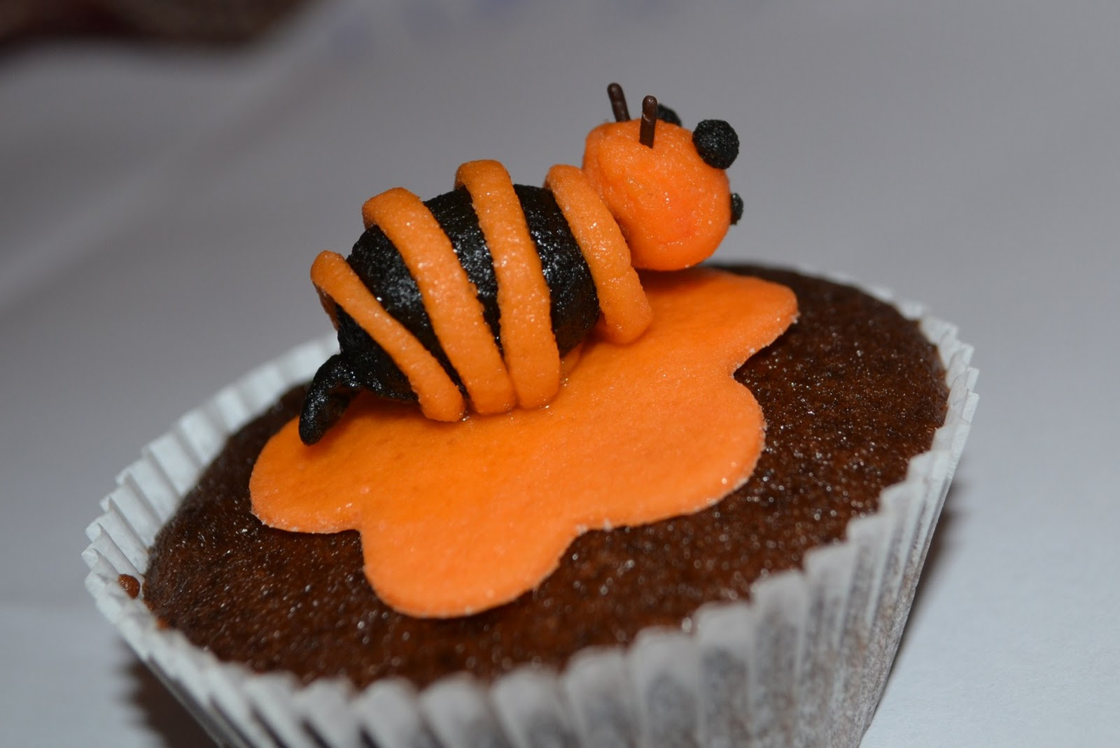 Bumble Bee Cupcakes Decorations