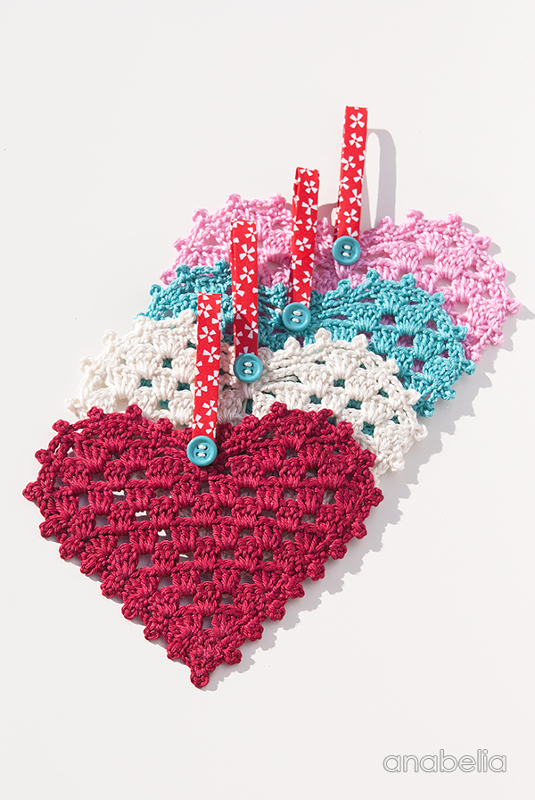 Crochet Hearts, free pattern by Anabelia Craft Design