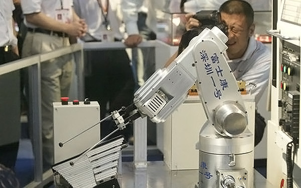Foxconn_Robot_reemplazan a humanos apple iphone