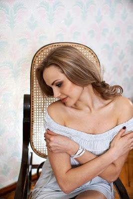 liebe Frau aus der Ukraine kennenlernen / schöne Frau