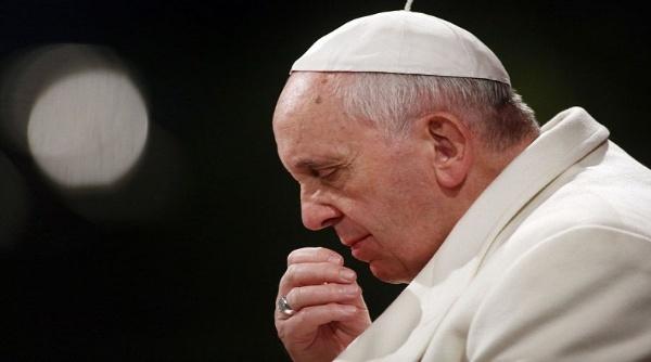 El papa Francisco pide investigar bancos que blanquean dinero