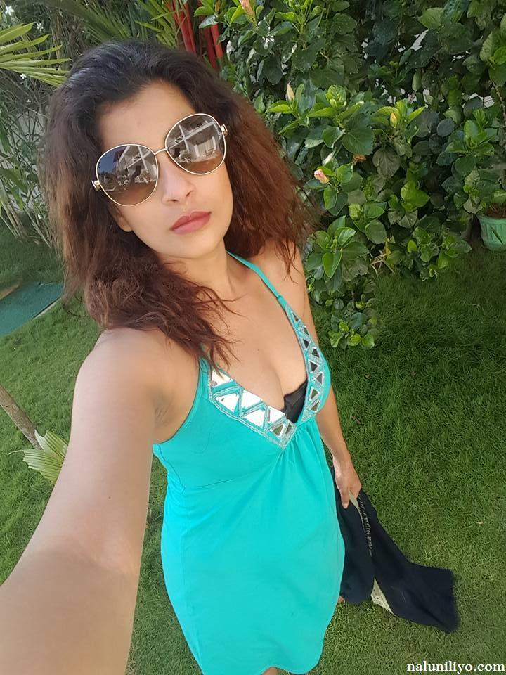 Nadeesha Hemamali selfie