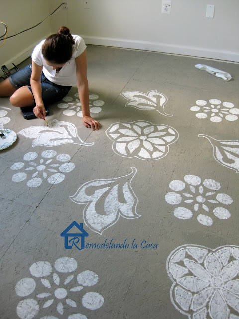 How to make a subfloor look stylish - painted subfloor - contact paper designs stencils