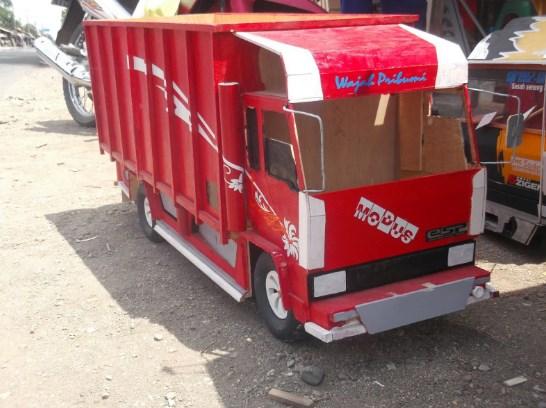 miniatur mitsubishi fuso truk