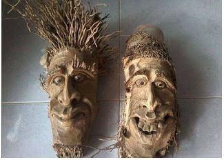 hiasan muka dari kayu