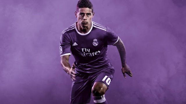 James Rodriguez memakai jersey Real Madrid Away 1617
