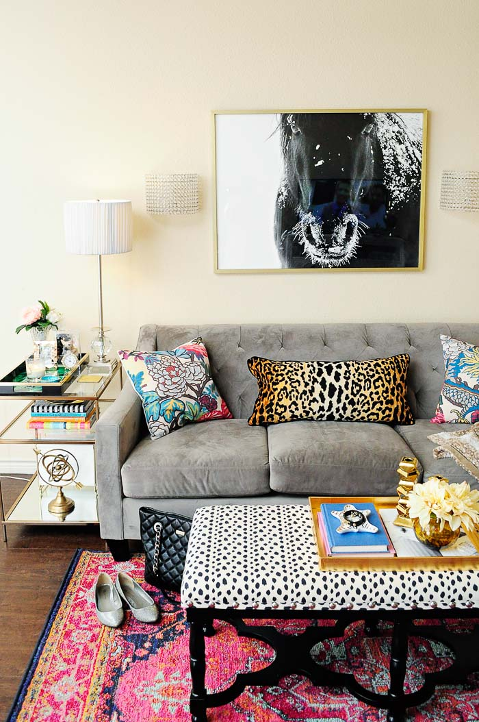 The best renters 39 hacks for the living room monica wants it for Statement wallpaper living room