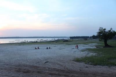 http://www.wisatakalimantan.com/2016/07/danau-sembuluh-terbesar-di-kalimantan.html