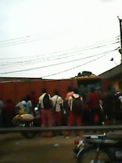 Driver Feared Death As Trailer Ran into A Storey Building in Anambra State pics