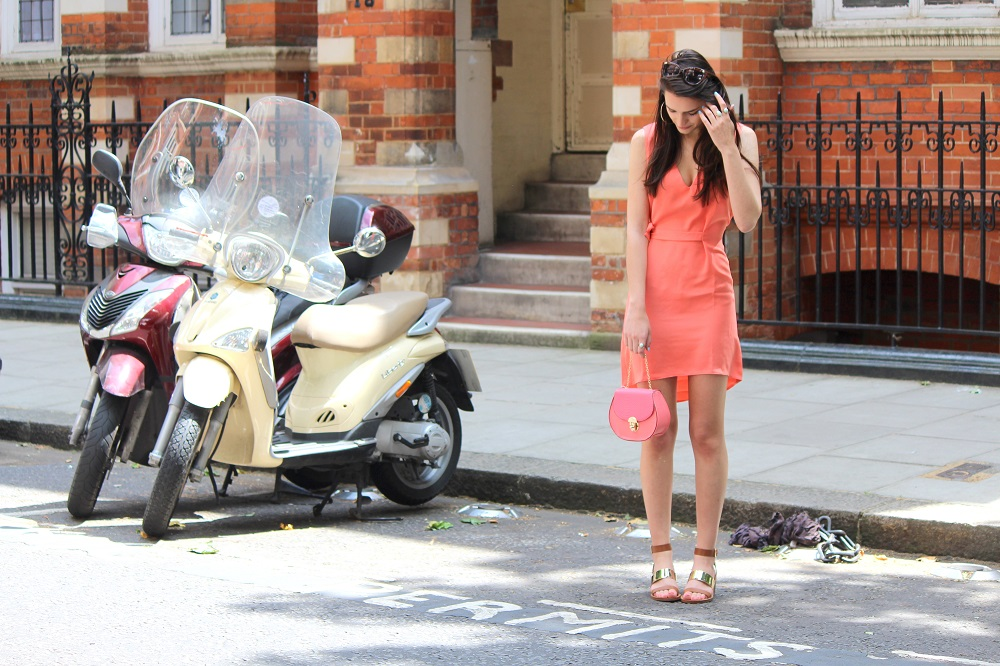 peexo fashion blogger wearing coral dress and mini bag and gold block heels