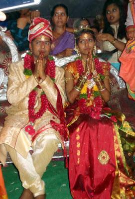 folk-singer-madhu-priya-married-srikanth2