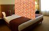 Pone un muro en el medio de su cama para que su pareja deje de invadir su espacio