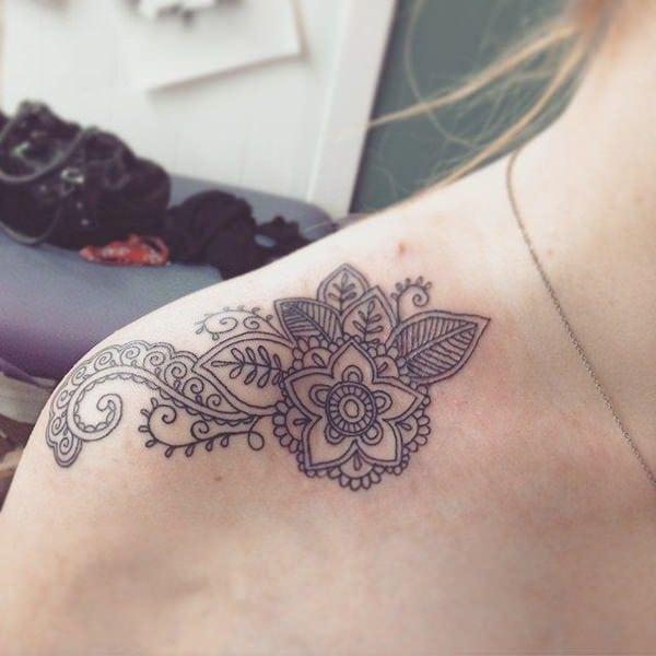 Tatuagens femininas na clavícula