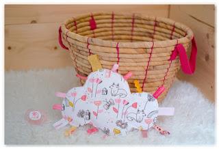 doudou étiquettes nuage blanc rose jaune dessins renards
