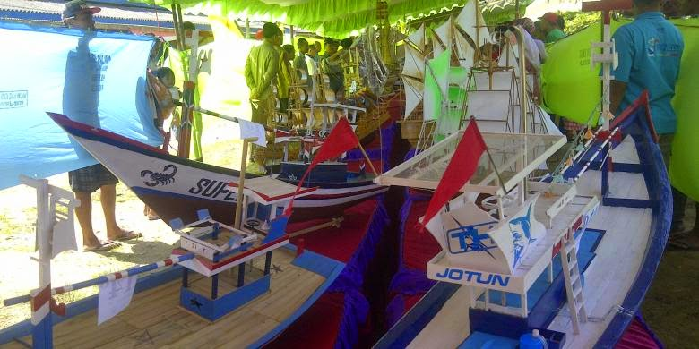 Nelayan Trenggalek Beradu Kreativitas Bikin Miniatur Kapal